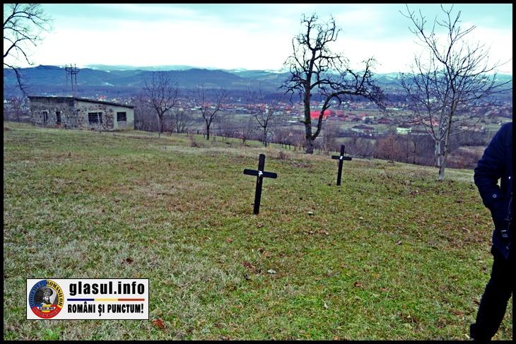 La venirea horthyștilor, armata ungară a executat aici cel puțin 20 de români, iar despre asta mai amintesc din păcate doar câteva cruci firave de lemn care adesea sunt puse la pământ de asprimea vremii, sau de șubrezimea lemnului.Doar aceste mici cruci răzlețe, de culoare neagră, învelite în panglică tricoloră, se mai încăpățânează să spună povestea cutremurătoarei tragedii de la Bixad, despre românii împușcați în pivnița unei anexe a mănăstirii, de către horthyștii care invadaseră Ardealul de Nord.