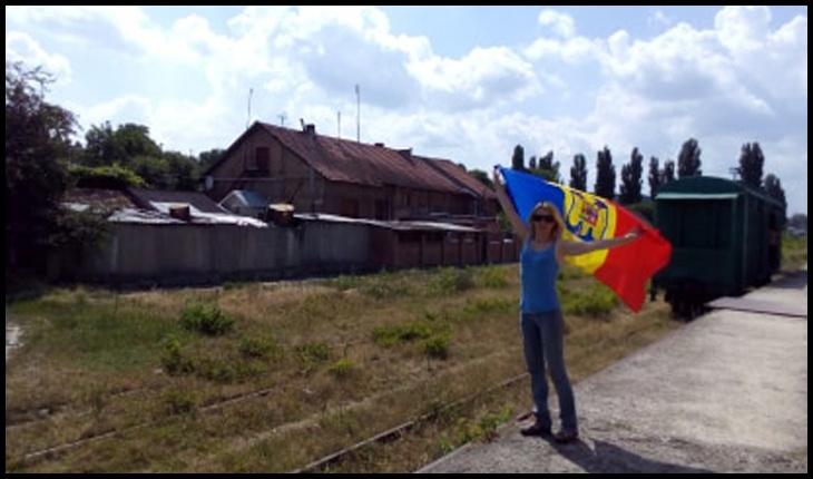 O placă memorială ce atesta trecerea lui Mihai Eminescu prin Basarabia, îndepărtată de pe gara din orașul Vatra, Foto: Larisa Popovici