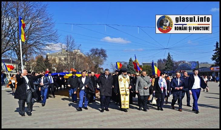 (FOTO) Hora Unirii la Bălți: 102 ani de la Prima Declarație de Unire de la Bălți, celebrată printr-un marș de amploare