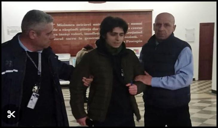 """(VIDEO) Silvian-Emanuel Man: """"Am fost ridicat de către agenții de pază ai universității și dat afară din corpul principal al instituției"""", Foto: Facebook / Silvian-Emanuel Man"""