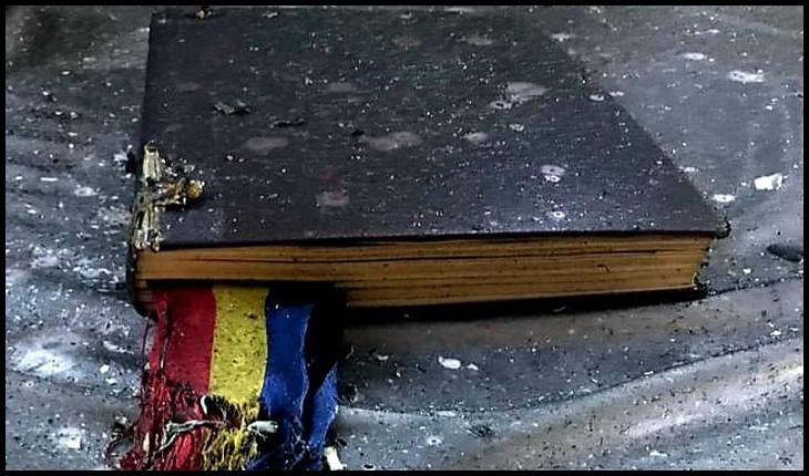 """Inspectoratul General pentru Situații de Urgență: """"Atât Biblia, cât și Tricolorul au scăpat ca prin minune!"""", Foto: ISU ARAD"""