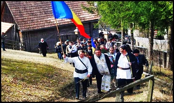 Cinci ani de la Procesiunea Floriilor de pe Dealul Doboiului din Harghita, un Deal cu o suferință mare cât un munte, Foto: Facebook / Mihai Tîrnoveanu