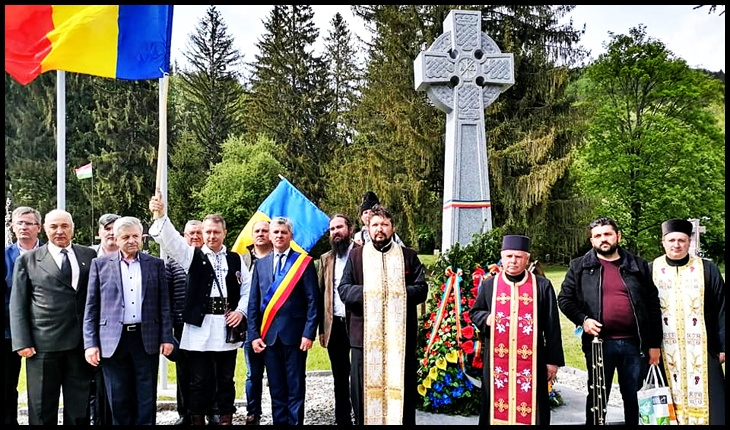 """De Ziua Eroilor la Cimitirul de la Valea Uzului: """"Preoți cu Crucea-n frunte, căci oastea e creștină"""", Foto: Facebook / Mihai Tîrnoveanu"""