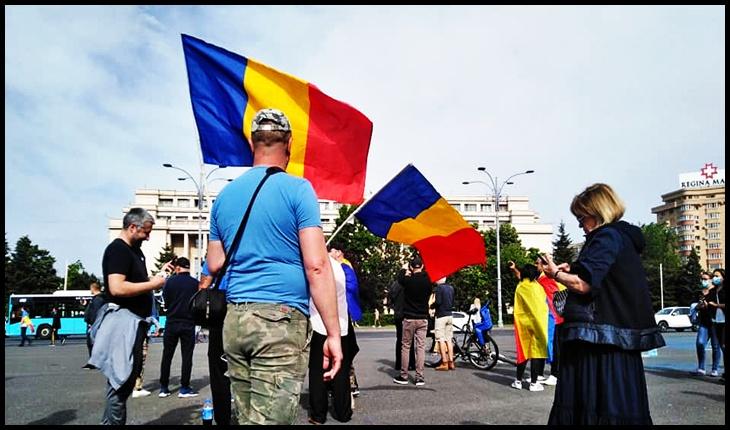 """Aurelian Pavelescu: """"Este momentul în care Piața Victoriei este pierdută de #rezist. S-a strigat """"jos guvernul"""", guvernul liberal de data aceasta"""", Foto: Facebook / Cos Lucian"""