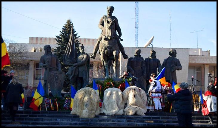 Trianonul sărbătorit la Sfântu Gheorghe: poezie si cântec românesc, în fața Statuii lui Mihai Viteazu!, Foto: Facebook / Mihai Tîrnoveanu