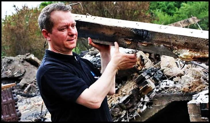 Când o casă e pusă la pământ de foc, o altă flacără, cea a Dragostei românești, o ridică!, Foto: Facebook / Mihai Tîrnoveanu