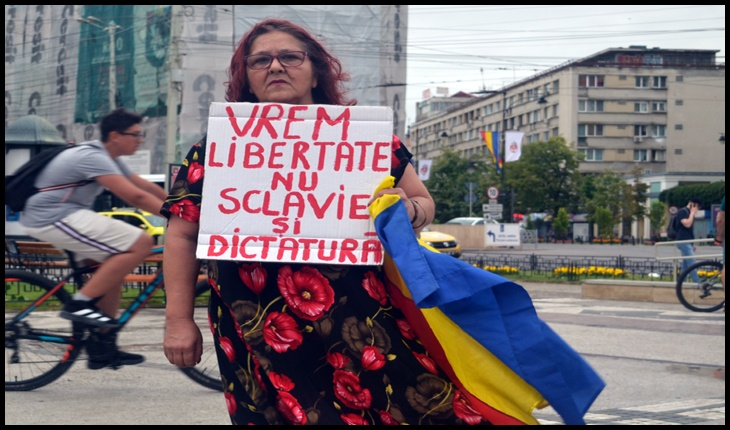 La trei decenii de la lovitura de stat din 1989, românii încă mai luptă pentru libertate