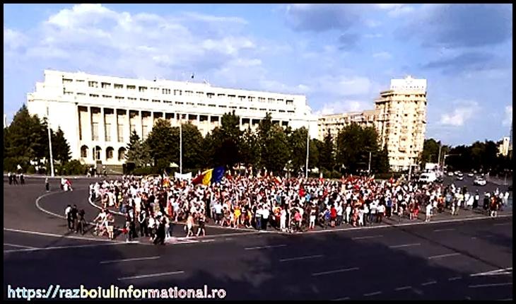 Să știe și presa vândută: circa 1500 de persoane au protestat în Piaţa Victoriei împotriva Carantinei, Foto: razboiulinformational.ro
