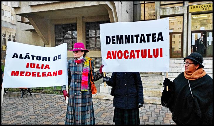 Miting de susținere pentru avocata Iulia Medeleanu în fața Judecătoriei Iași, © Glasul.info