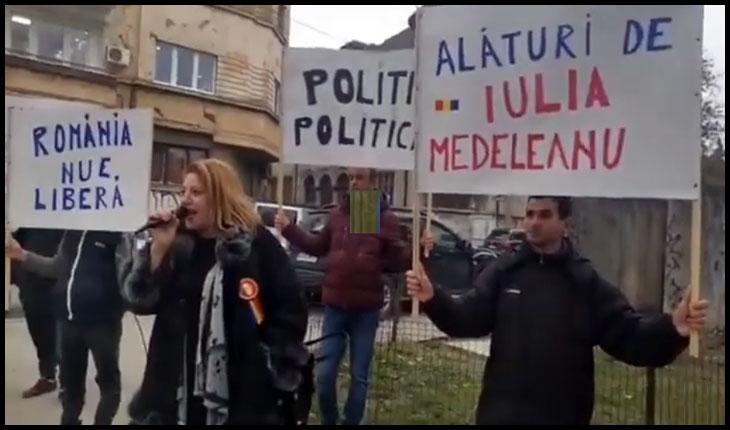 (VIDEO) Miting de susținere pentru avocata Iulia Medeleanu, în fața sediului DIICOT de la București, Foto: Faceboook / Diana Iovanovici-Șoșoacă