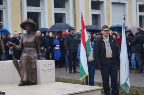 Nu vorbesc limba română la manifestările de pe domeniul public românesc dar vor în Guvernul României