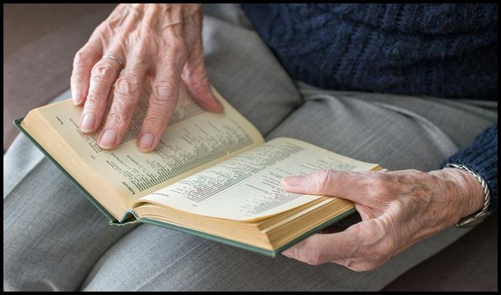 În vremuri în care cărțile se aruncă la gunoi, la Căminul de Bătrâni Botoşani încă se mai citește: acțiune de strângere de cărți pentru bătrâni