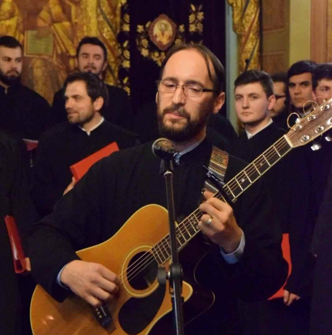 Tânăr preot din Craiova are nevoie de ajutor! Părintele Gigi Smădoi are un cancer care poate fi tratat doar pentru o sumă foarte mare