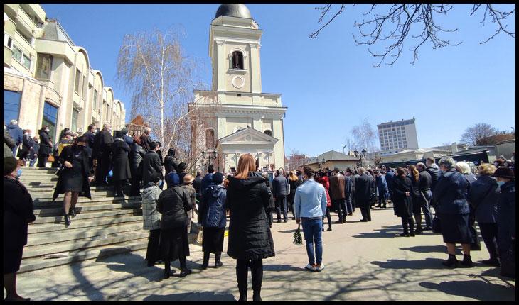 Părintele Dumitru Merticariu, condus pe ultimul drum de câteva sute de oameni, atât din Iași cât și din alte părți ale Moldovei