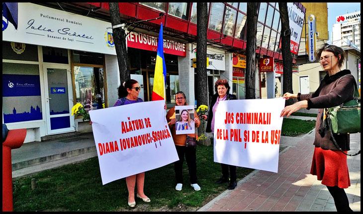 Un grup de ieșeni a protestat în fața sediului cabinetului parlamentar al Iuliei Scântei pentru a-i bate obrazul acesteia pentru inițierea legii 136/2020, legea dictaturii sanitare în România