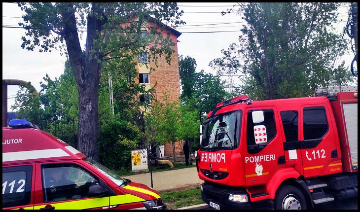 Incendiu la mansarda unui bloc de pe bulevardul Chimiei din Iași