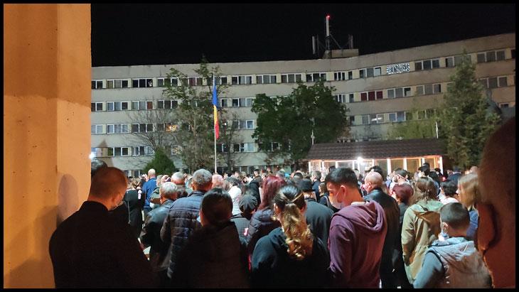 """Experiență umilitoare pentru creștinii ortodocși în noaptea de Înviere: """"Bogdaproste că am putut veni anul ăsta la biserică"""""""