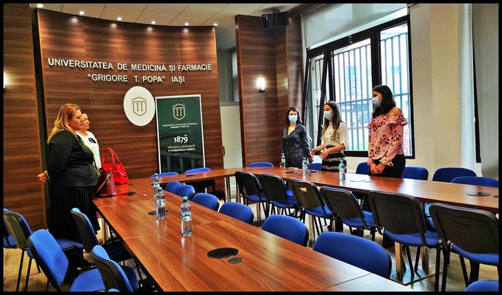 Diana Iovanovici-Șoșoacă a participat la o întrevedere cu reprezentanții studenților UMF Iași pentru a discuta despre discriminarea la care sunt supuși studenții mediciniști, Foto: © Glasul.info