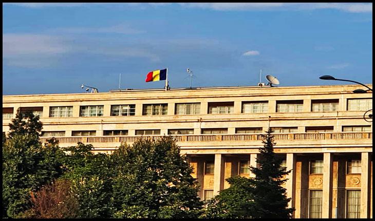 Steagul României reapare pe clădirea Guvernului după câteva zile de surghiun, Foto: facebook / Catalin Berenghi