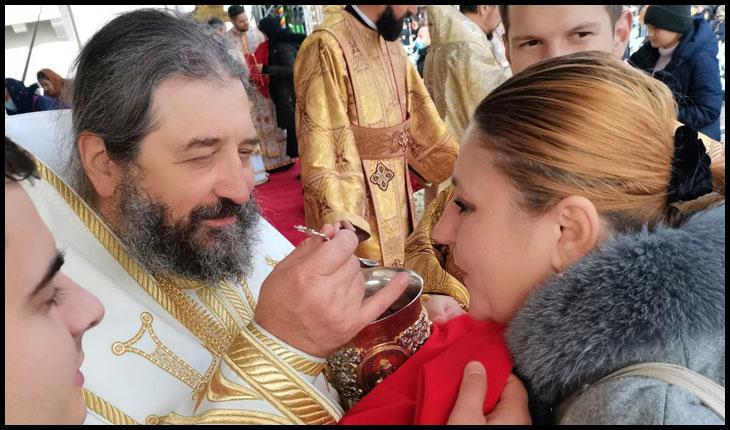 (VIDEO) Diana Iovanovici-Șoșoacă, unicul politician care s-a împărtășit la Pelerinajul de la Sfânta Parascheva din aceeași linguriță cu tot poporul