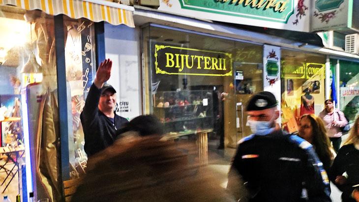 Protestatarii întâmpinați la București pe 02 Octombrie 2021 cu salutul nazist